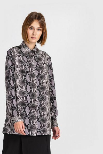 Прямая рубашка женская со змеиным принтом на графитовом