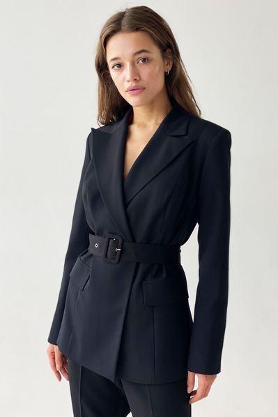 Черный жакет с поясом из костюмной ткани