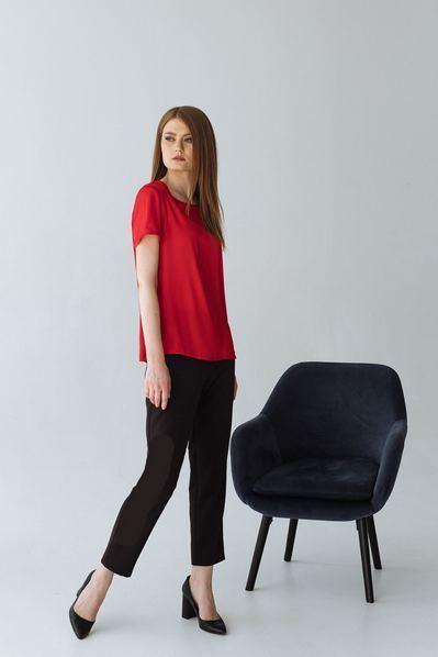 Женская футболка красная