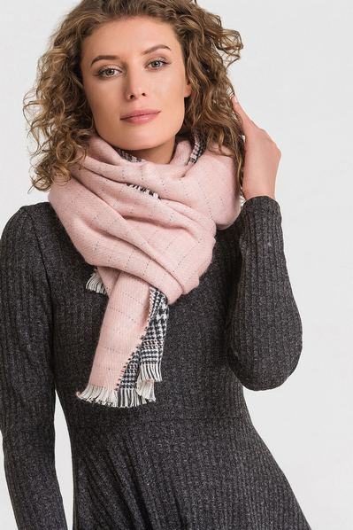 Светло-розовый шарф двусторонний