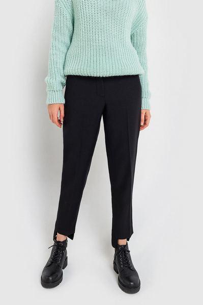 Черные брюки с ассиметричным низом