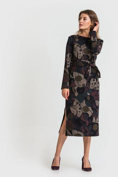 Трикотажное платье с разрезами по бокам принт на черном фоне