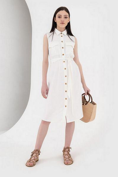Белое платье с поясом и накладными карманами