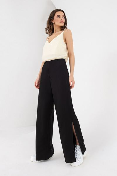 Черные брюки с разрезами из костюмной ткани