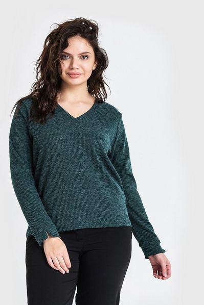 Трикотажный свитер резинка с вырезом изумрудный большой размер