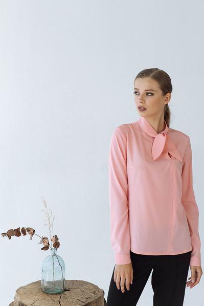 Прямая блузка с бантом на шее кораловая