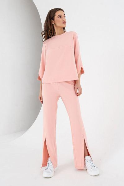 Женский костюм из брюк и топа персиковый