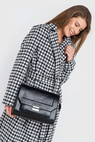 Черная сумка кожаная на серебряной застежке
