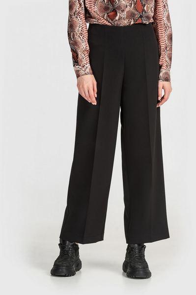 Черные брюки клеш из костюмной ткани