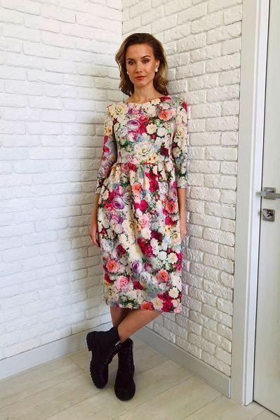 Замшевое платье куколка в цветы на ванильном