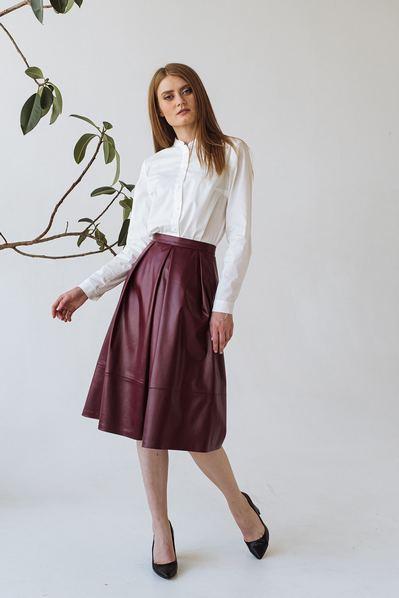 Женская юбка со складками бордовая