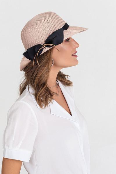 Женская шляпа с полями кверху пудровая