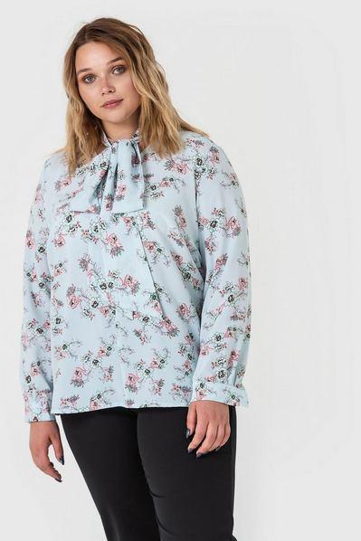 Женская блузка с завязками принт цветы на небесном большой размер