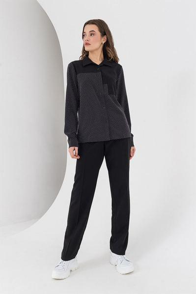 Черная блузка в горох с накладными карманами