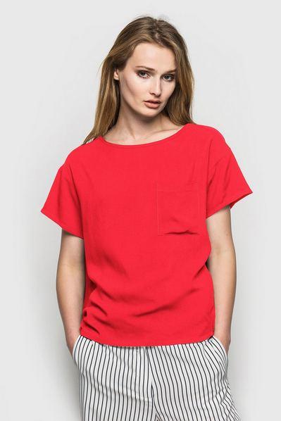 Штапельная футболка красная с карманом