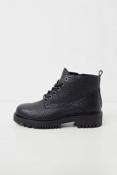 Черные ботинки из натуральной кожи на низкой подошве