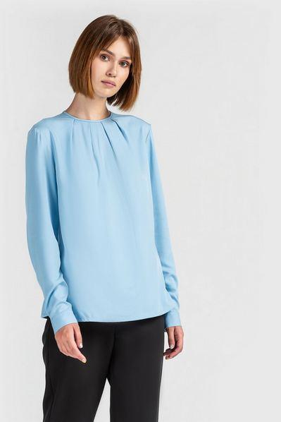 Штапельная блузка со сборкой небесная