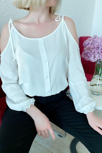 Блуза с открытими плечами на резинке молочная