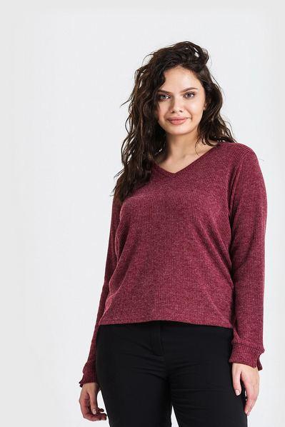Трикотажный свитер с вырезом ягодный большой размер