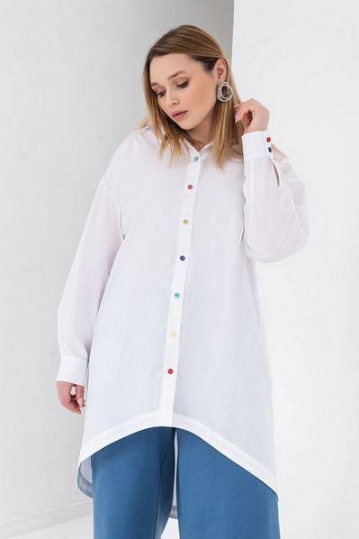 Длинная рубашка белая с разноцветными пуговицами большой размер