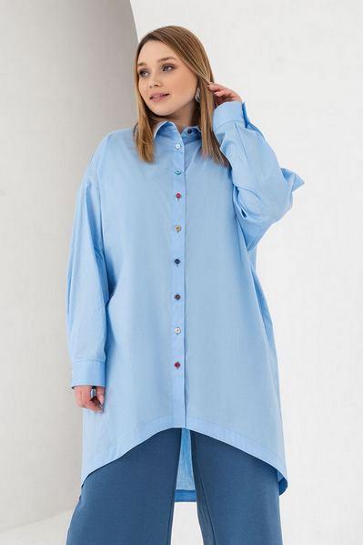 Длинная рубашка с разноцветными пуговицами небесная большой размер