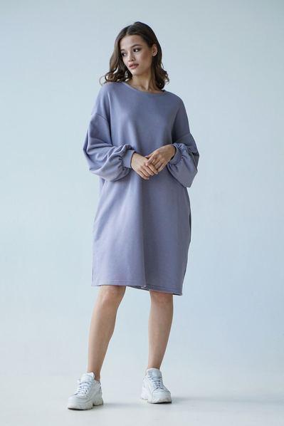 Трикотажное платье светло-серого цвета