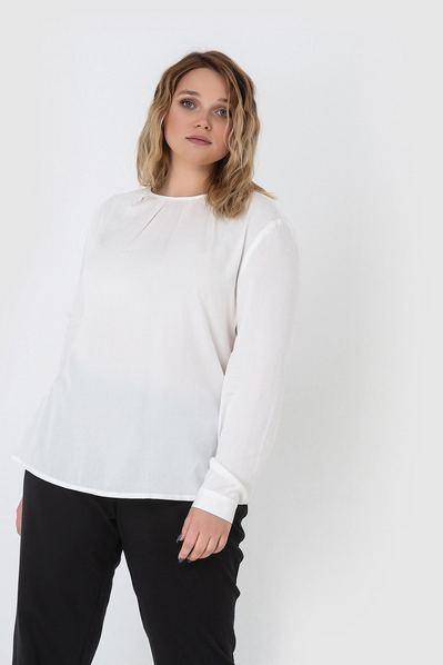 Штапельная блузка со сборкой молочная большой размер