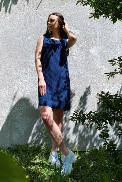 Платье майка молочный горох на темно-синем фоне