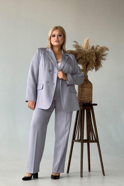 Женский костюм прямые брюки и жакет графитовый большой размер