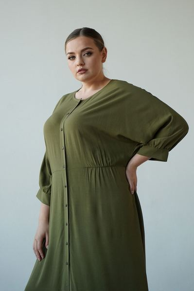 Платье кимоно на фоне хаки большой размер