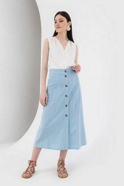 Прямая юбка на пуговицах небесного цвета
