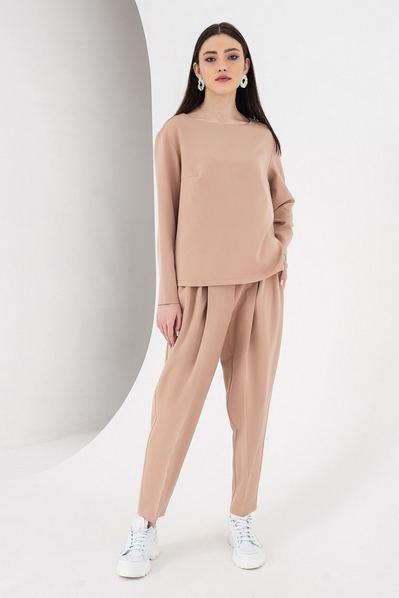Женский костюм брюки и топ со складками цвета латте
