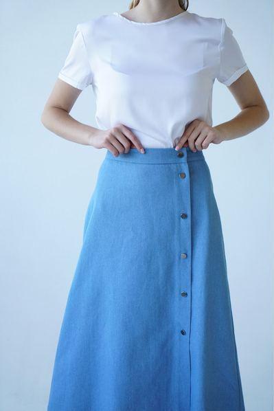Женская юбка с боковым разрезом небесная