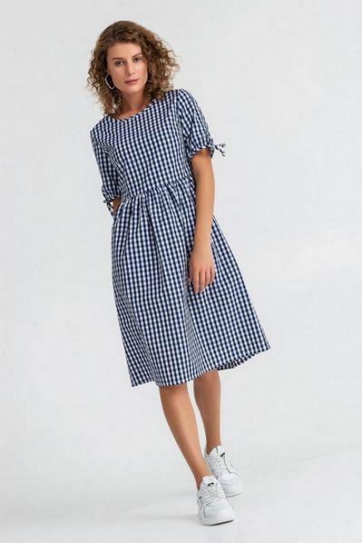 Молочное платье с завязками в синюю клетку