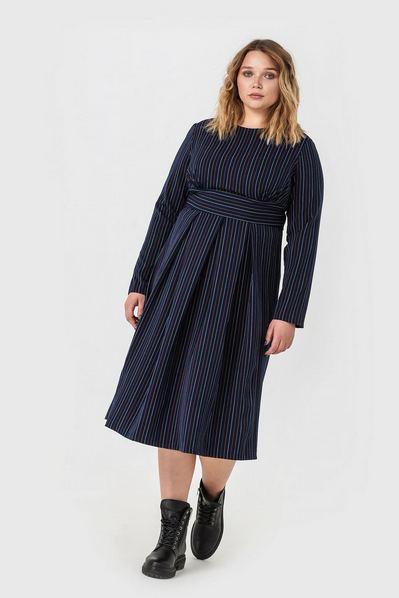 Темно-синее платье миди в лимонно-молочную полоску большой размер