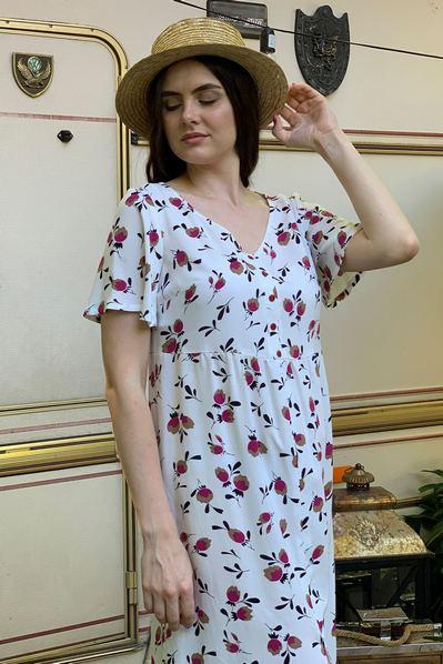Молочное платье с коротким рукавом в цветы