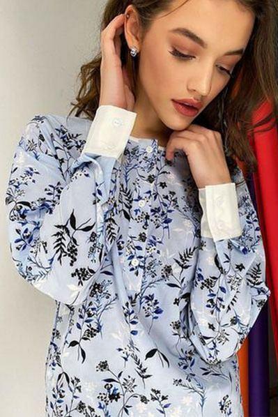 Небесная блузка с манжетами и планкой принт цветы