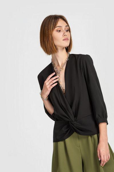 Черная блузка на запах из софта