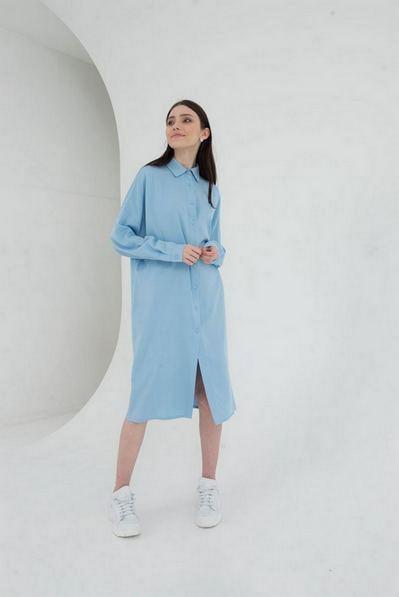 Платье-рубашка до колен небесного цвета