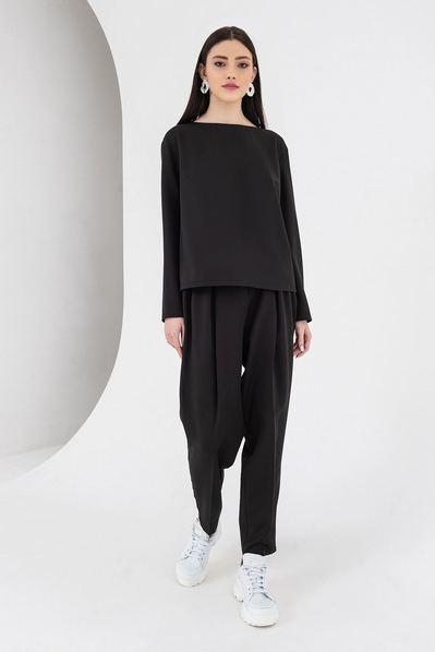 Черный костюм брюки и топ со складками