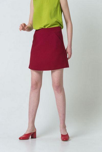 Трикотажная мини юбка трапеция ягодная
