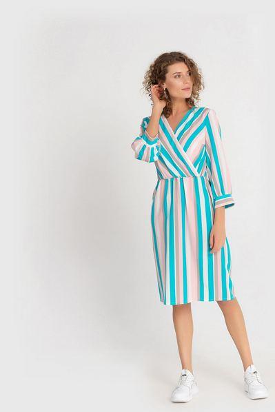 Фрезово-голубое платье на запах в полоску