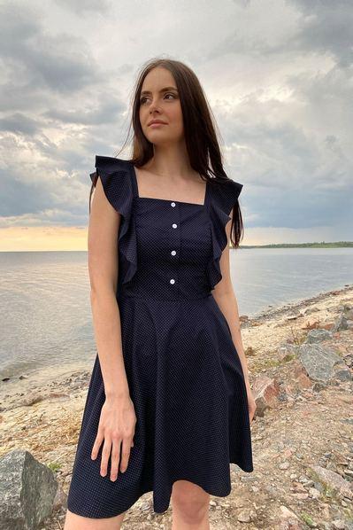 Платье с воланами на рукавах молочный горох на темно-синем фоне