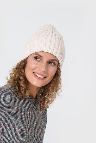 Велюровая шапка молочная