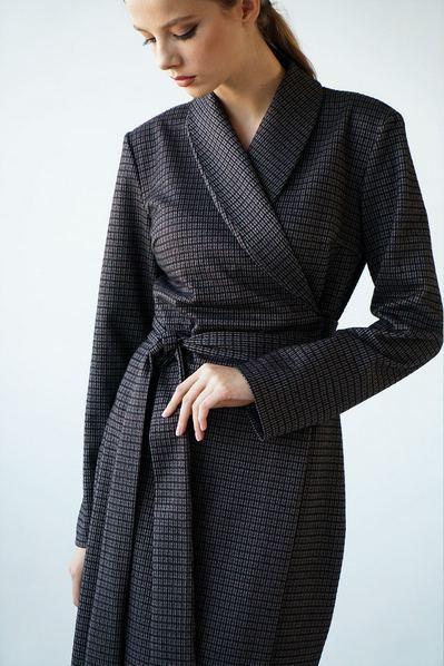 Ассиметричное платье на запах с поясом бордовые полоски на графитовом
