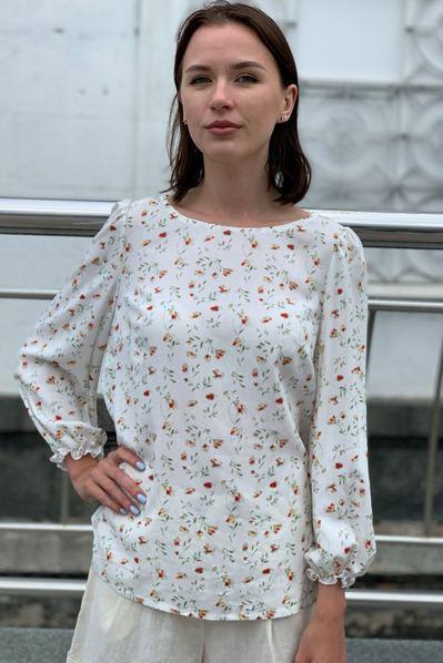 Женская блуза весение цветы на молочном фоне