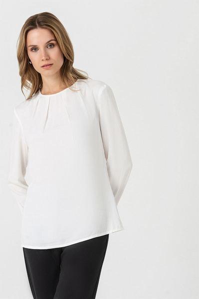 Штапельная блузка со сборкой молочная