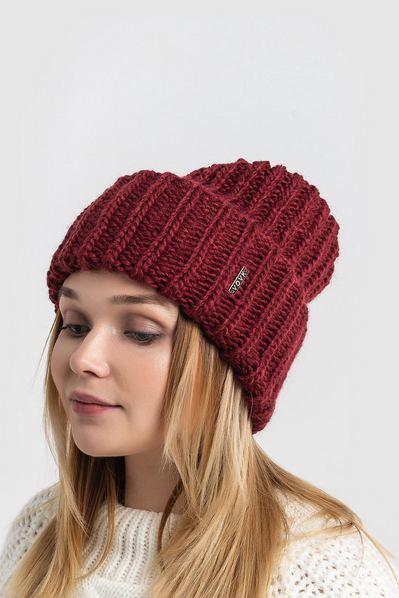 Вязаная шапка бордовая объемная