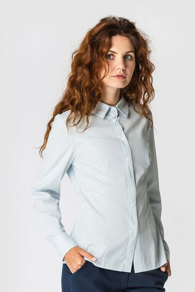 Женская блузка небесная приталенного кроя из коттона