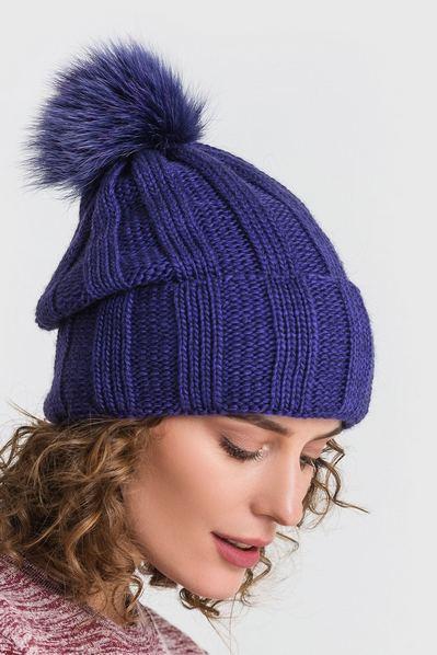 Вязаная шапка ярко-сиреневая с помпоном